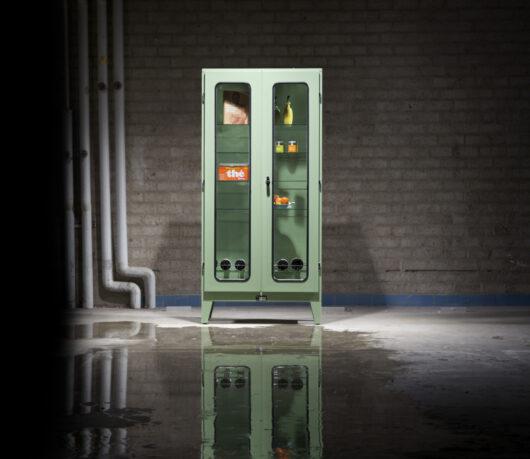 Industriële dokterskast, vitrinekast, apothekerskast, laboratoriumkast, wijnkast. Dutch design, made in Holland en leverbaar in bijna elke RAL kleur.