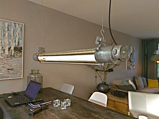 Industriële lamp, bunkerlamp, met dimbare LED buizen in sfeervol warm wit of cool wit. Volledig gerestaureerd, glans geborsteld met 5 jaar garantie.
