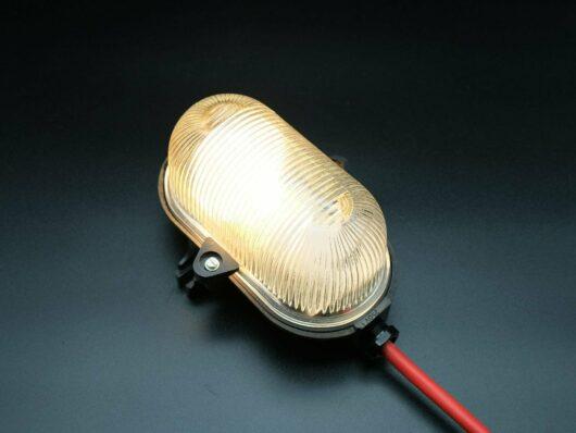 Bakeliet bunkerlamp, kelderlamp, jaren '50 - '60 uit onverkochte voorraad van bakeliet en geperst glas.