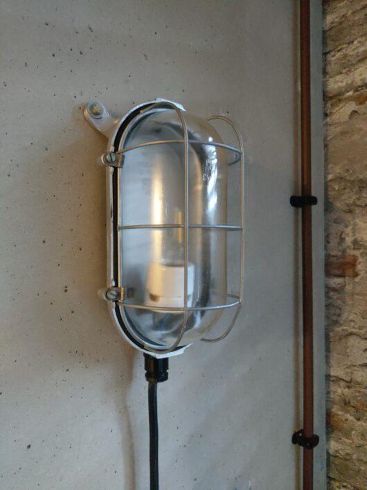 Originele vintage DDR bunkerlamp